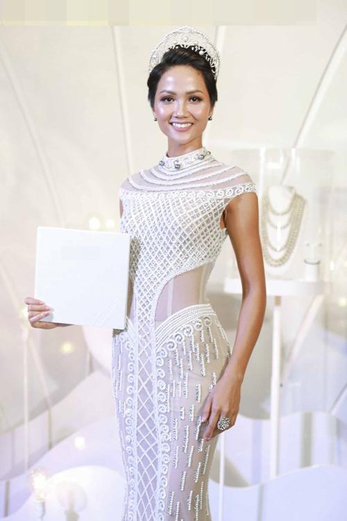 Hoa hậu HHen Niê đóng khung hình ảnh sau 1 tháng đăng quang - 6