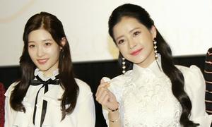 Chi Pu xinh đẹp bên 'nữ thần Kpop thế hệ mới' Chae Yeon