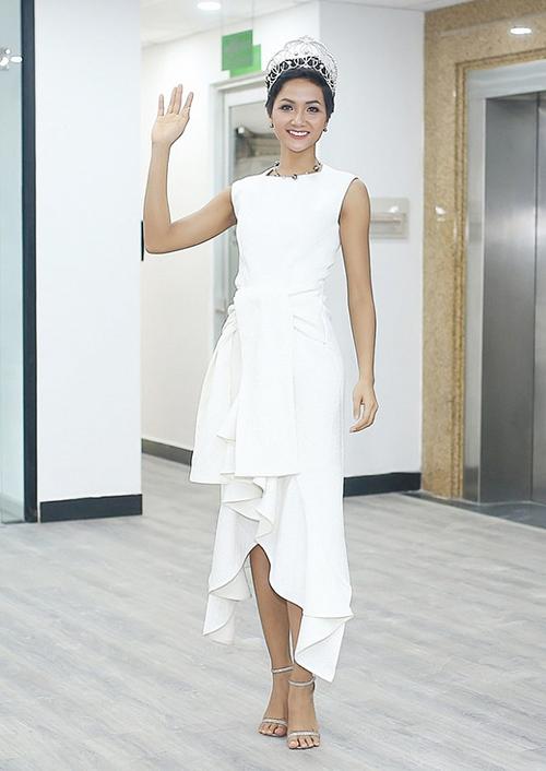 Hoa hậu HHen Niê đóng khung hình ảnh sau 1 tháng đăng quang - 2