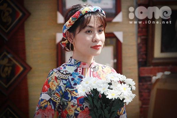 Thiếu nữ Việt rực rỡ pose hình sớm ở phố xuân - 2