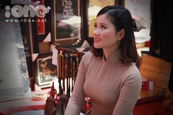 Thiếu nữ Việt rực rỡ pose hình sớm ở phố xuân - 3