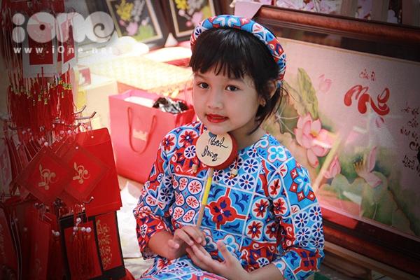 Thiếu nữ Việt rực rỡ pose hình sớm ở phố xuân - 7