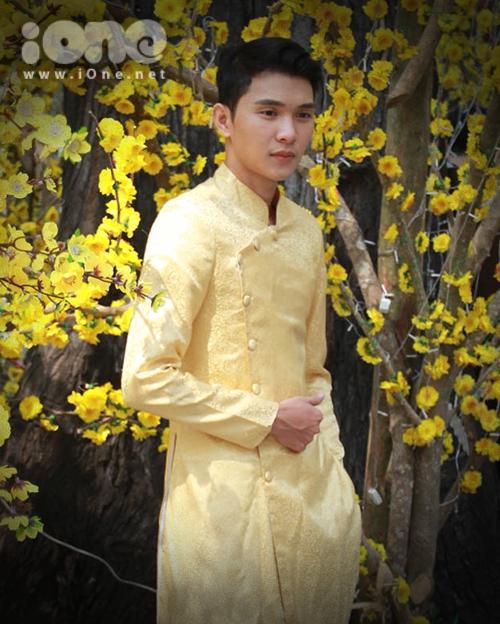 Thiếu nữ Việt rực rỡ pose hình sớm ở phố xuân - 5