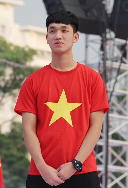 U23 Việt Nam điển trai xuất hiện trong tiếng reo hò của fan Sài Gòn - 11
