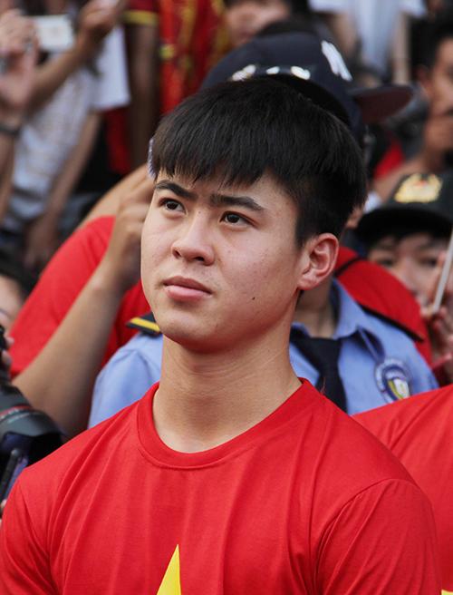 U23 Việt Nam điển trai xuất hiện trong tiếng reo hò của fan Sài Gòn - 3