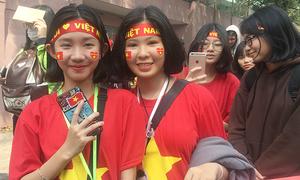 Dòng fan Sài Gòn dài hàng km đội nắng chờ giao lưu với đội tuyển U23