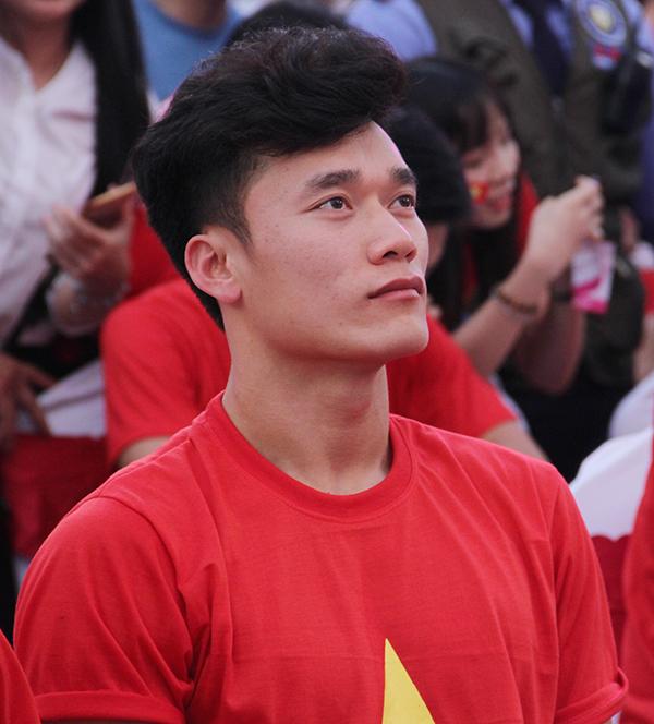 U23 Việt Nam điển trai xuất hiện trong tiếng reo hò của fan Sài Gòn - 4
