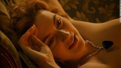 Cảnh Jack vẽ bức tranh khỏa thân của Rose.