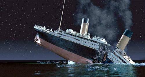 Cảnh tàu Titanic bị chìm.