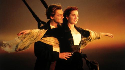 Cảnh Jack và Rose đứng ở mũi thuyền.