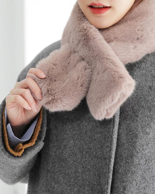 Mốt khăn quàng nhỏ mà ấm thế chỗ trào lưu khăn to oạch