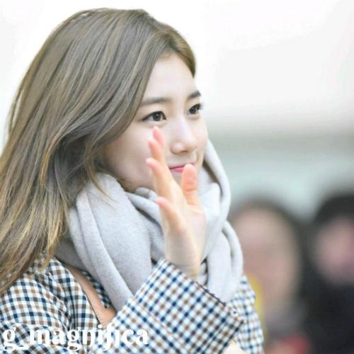 Seul Gi, Suzy khiến fan tan chảy với ánh mắt dịu dàng