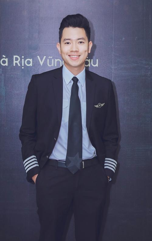 Phi công 24 tuổi điển trai nhất Việt Nam lên sóng truyền hình với Trấn Thành - 1