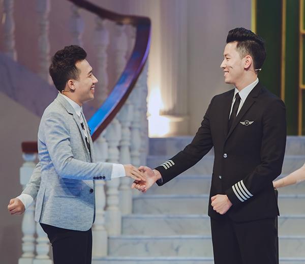 Phi công 24 tuổi điển trai nhất Việt Nam lên sóng truyền hình với Trấn Thành
