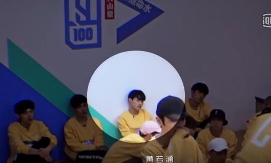 Tân binh Kpop dậy dỗ thực tập sinh Trung Quốc ngủ gật - 1