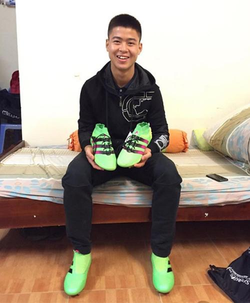 Hot boy chơi đồ hiệu sành nhất trong U23 Việt Nam - 6