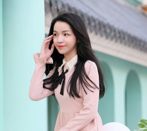 Bạn gái xinh đẹp của em trai Phan Thành - 5