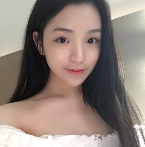 Bạn gái xinh đẹp của em trai Phan Thành - 2
