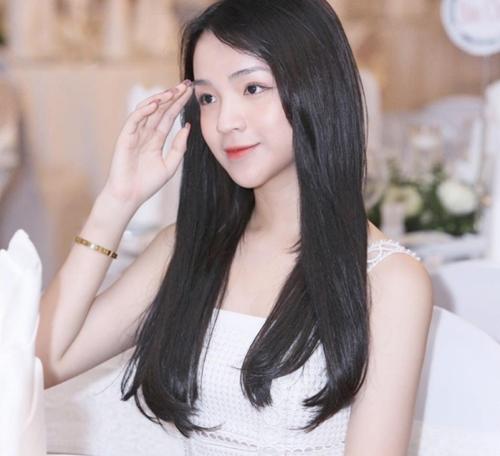 Bạn gái xinh đẹp của em trai Phan Thành - 3