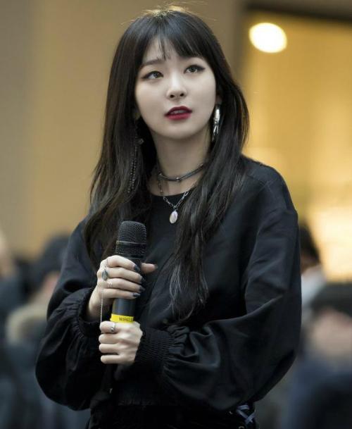 Seul Gi, Suzy khiến fan tan chảy với ánh mắt dịu dàng - 4
