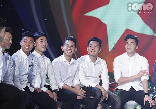 U23 Việt Nam đốn tim fan nữ khi đồng loạt diện sơ mi trắng - 3