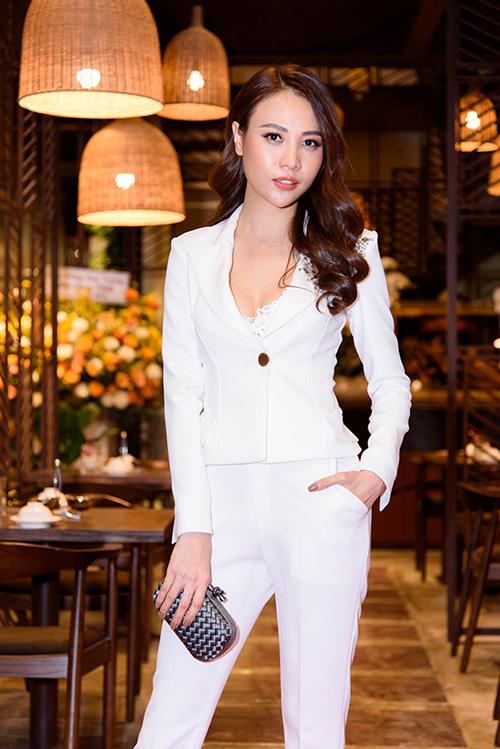Cường Đô La công khai đến chúc mừng bạn gái Đàm Thu Trang lên chức bà chủ