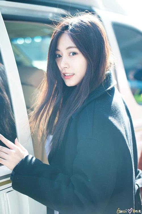 Chị em Jessica - Krystal đọ phong cách, Twice ấm áp về Hàn - 8
