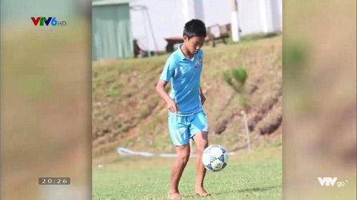 Thầy Park gặp khó trước thử thách gọi tên cầu thủ U23 qua ảnh thuở bé - 2