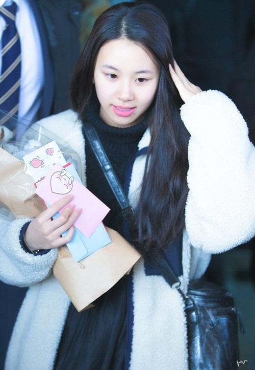 Chị em Jessica - Krystal đọ phong cách, Twice ấm áp về Hàn - 6