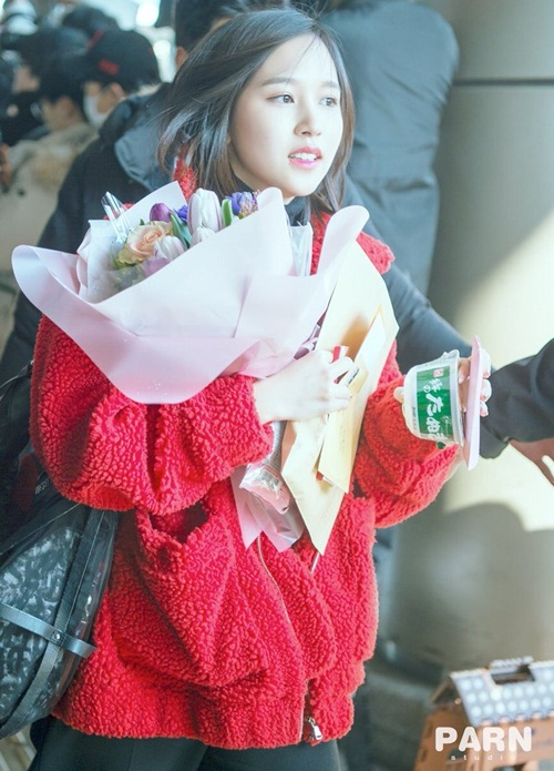 Chị em Jessica - Krystal đọ phong cách, Twice ấm áp về Hàn - 3