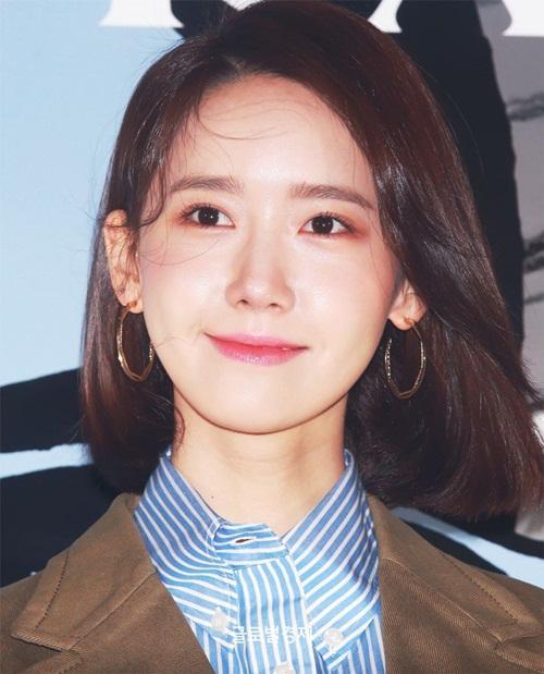 Yoon Ah đang trở thành gương mặt quảng cáo được yêu thích trong khi xuất hiện trên show thực tế. Bất cứ vật dụng nào được cô nàng sử dụng đều bán hết hàng.