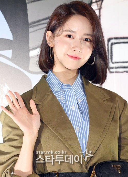 Tối ngày 7/2, Yoon Ah xuất hiện ở sự kiệnPrada Comics Collection Party. Thành viên SNSD trang điểm tự nhiên, khoe nét đẹp trong trẻo.