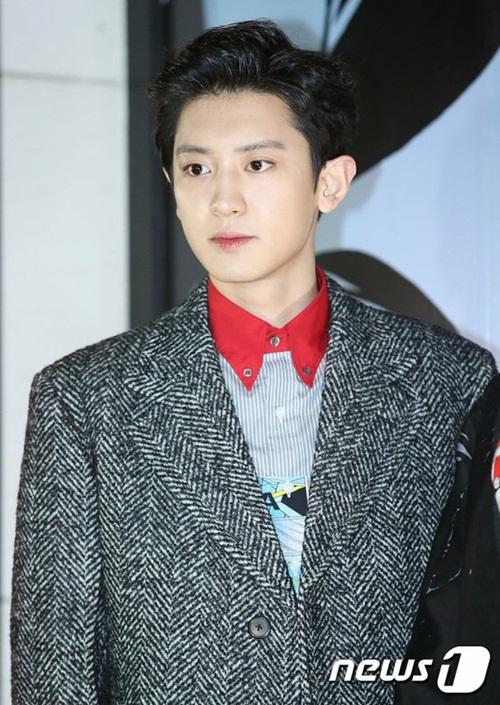 Chan Yeol để kiểu tóc lộ trán lịch thiệp khi tham dự sự kiện.