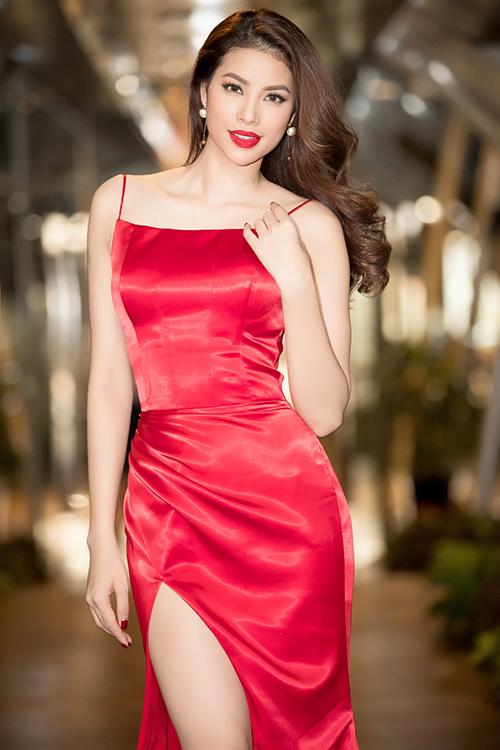 Phạm Hương khoe thân hình chuẩn mực trên thảm đỏ - 5