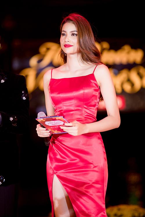 Phạm Hương khoe thân hình chuẩn mực trên thảm đỏ - 7