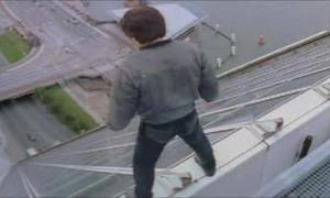 Thót tim với cảnh trượt từ trên cao không cần bảo hiểm của Thành Long
