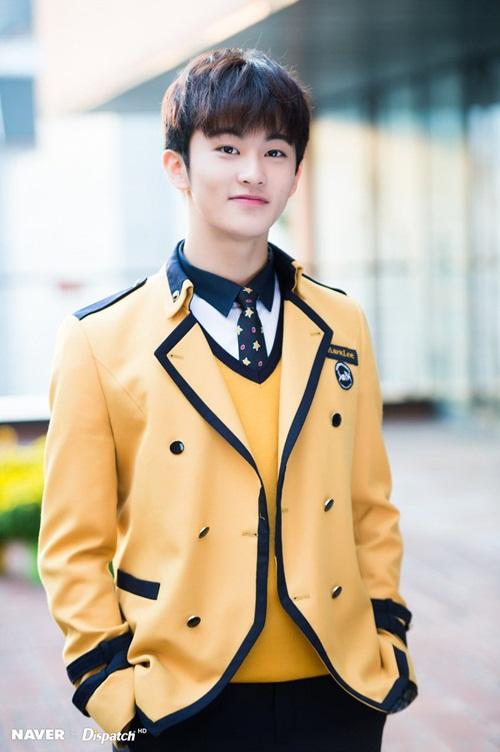 Kim Yoo Jung và loạt sao Kpop rạng rỡ trong ngày tốt nghiệp cấp 3 (2) - 1