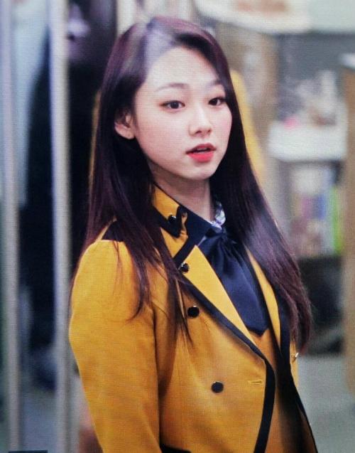 Kim Yoo Jung và loạt sao Kpop rạng rỡ trong ngày tốt nghiệp cấp 3 (2) - 4