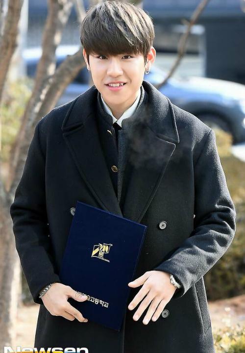 Kim Yoo Jung và loạt sao Kpop rạng rỡ trong ngày tốt nghiệp cấp 3 - 7