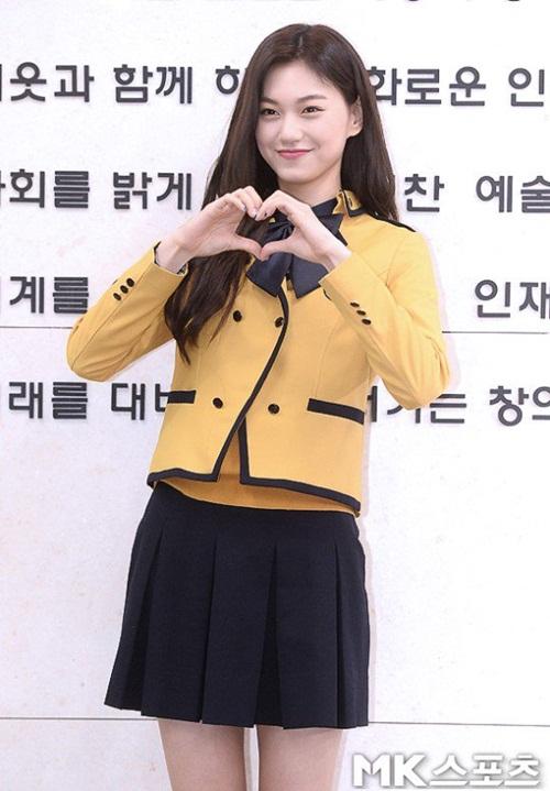 Kim Yoo Jung và loạt sao Kpop rạng rỡ trong ngày tốt nghiệp cấp 3 (2) - 6