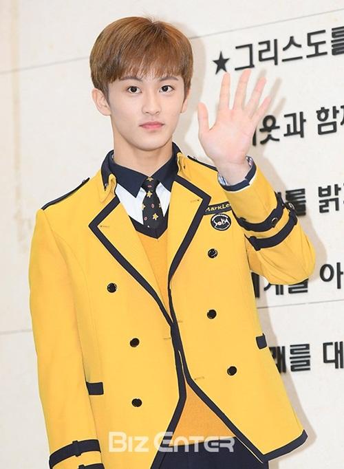 Kim Yoo Jung và loạt sao Kpop rạng rỡ trong ngày tốt nghiệp cấp 3 (2)