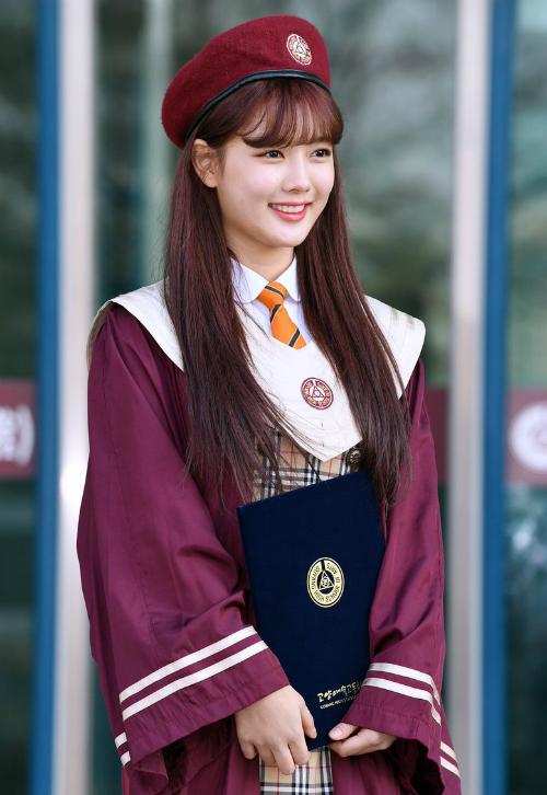 Kim Yoo Jung và loạt sao Kpop rạng rỡ trong ngày tốt nghiệp cấp 3 - 2