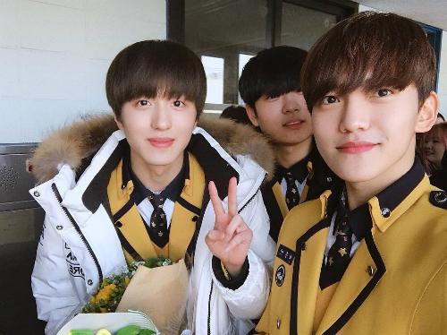 Kim Yoo Jung và loạt sao Kpop rạng rỡ trong ngày tốt nghiệp cấp 3 (2) - 7