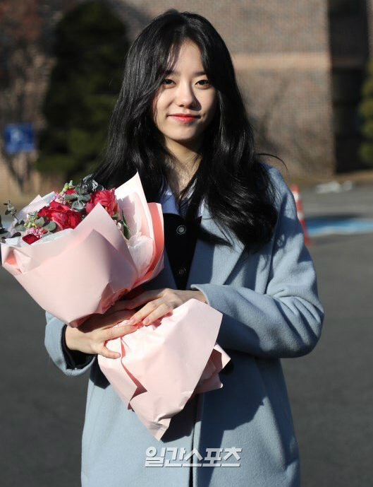 Kim Yoo Jung và loạt sao Kpop rạng rỡ trong ngày tốt nghiệp cấp 3 (2) - 3