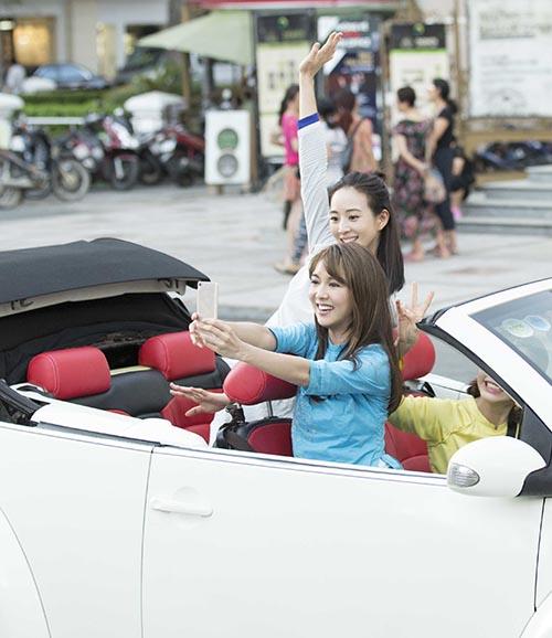 Mỹ nhân Võ Mỵ Nương truyền kỳ ngồi xe mui trần thăm thú Sài Gòn - 3
