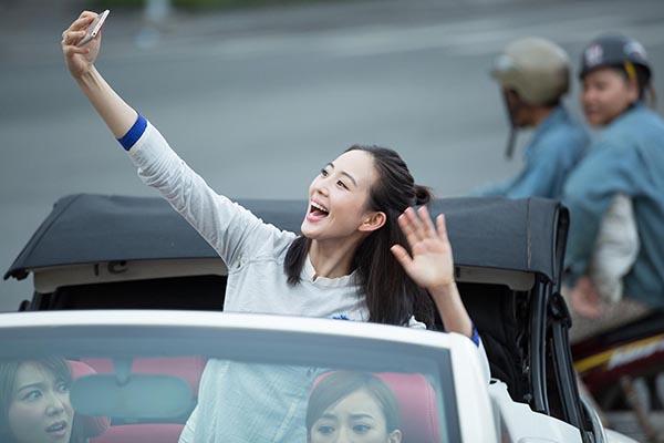 Mỹ nhân Võ Mỵ Nương truyền kỳ ngồi xe mui trần thăm thú Sài Gòn - 4