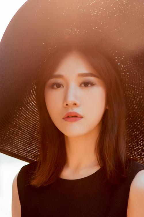 Chán hình tượng dễ thương, Hari Won hóa quý cô Tây Âu lạ lẫm - 5