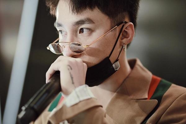 Mốt kính râm tin hin không che nổi mắt của sao Việt - 2