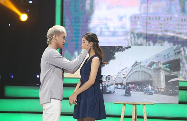 Huy Cung từ chối lời tỏ tình của cô gái trẻ.