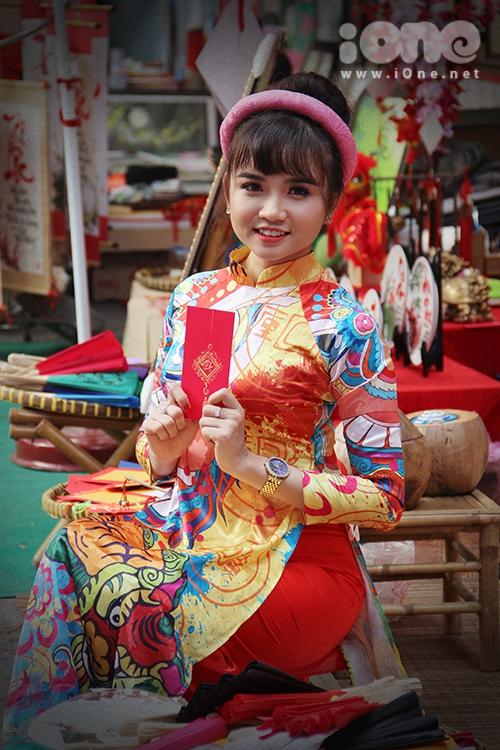 Girl xinh đua nhau diện áo dài xuống phố pose hình xuân - 4